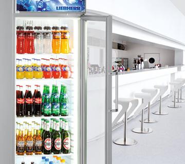 Gewerbekühlschrank mit Coca Cola, Fanta und Co bei Elha Service