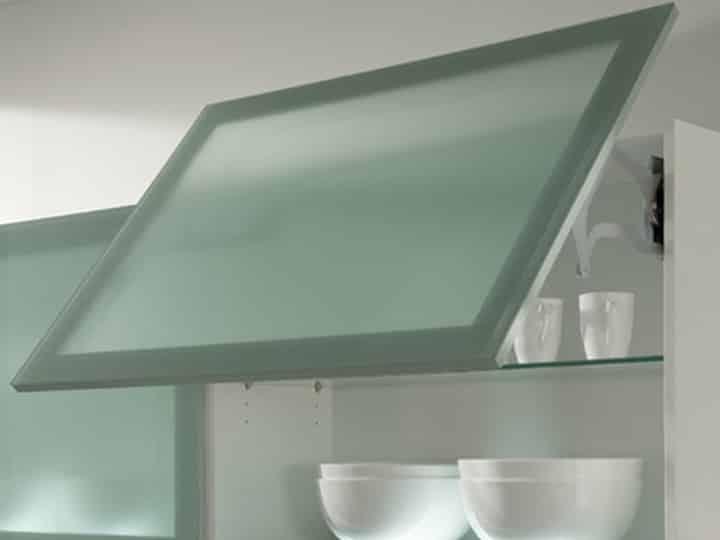 Küchenschublade mit Glasfront in edler Optik bei Elha Service in München
