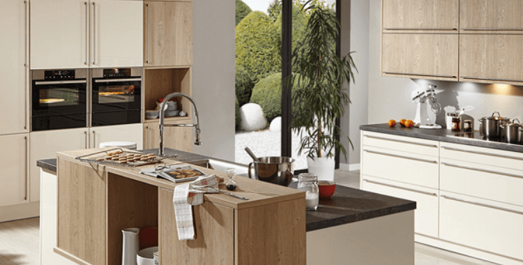Landhausküche im rustikalen Stil