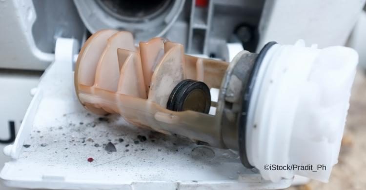 Wenn Ihre Waschmaschine nicht richtig pupt, reinigen Sie die Pumpe
