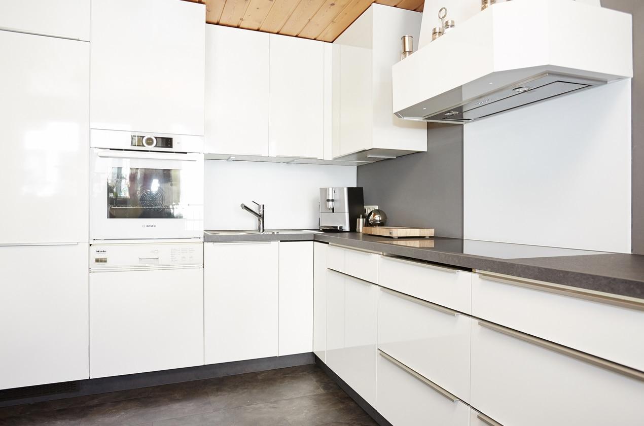 Küche nach Küchenrenovierung mit Blick auf Spülmaschine