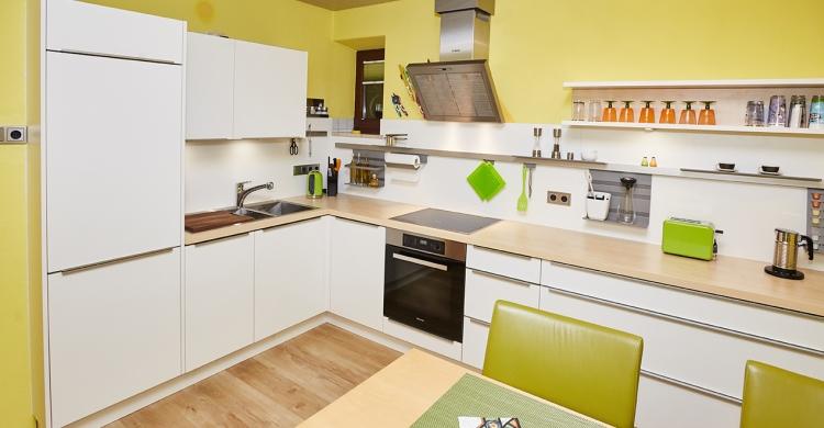 Moderne grüne Küche. Einfach die Küche umbauen! mit Elha Service