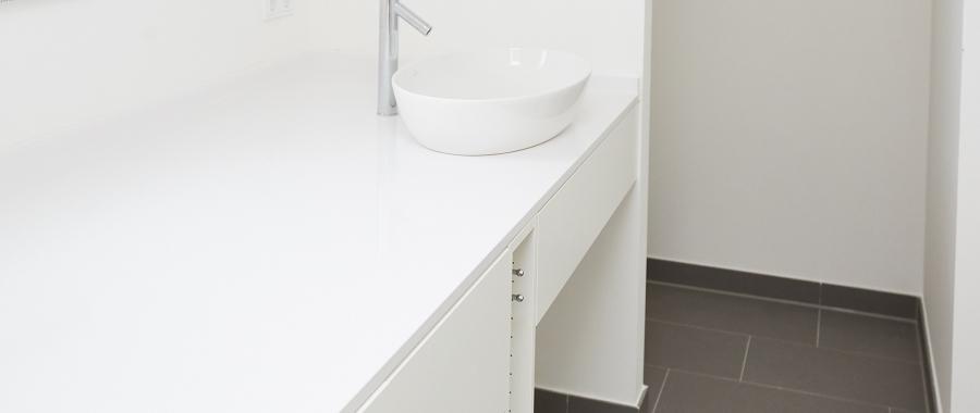 Moderner Waschtisch mit Villoroy & Boch Waschbecken