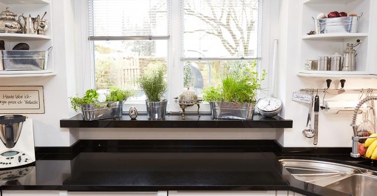 neue Fensterbank passend zu neuen Küchenfronten