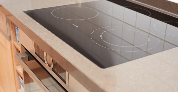neues Kochfeld von Bosch beim Arbeitsplatte austauschen