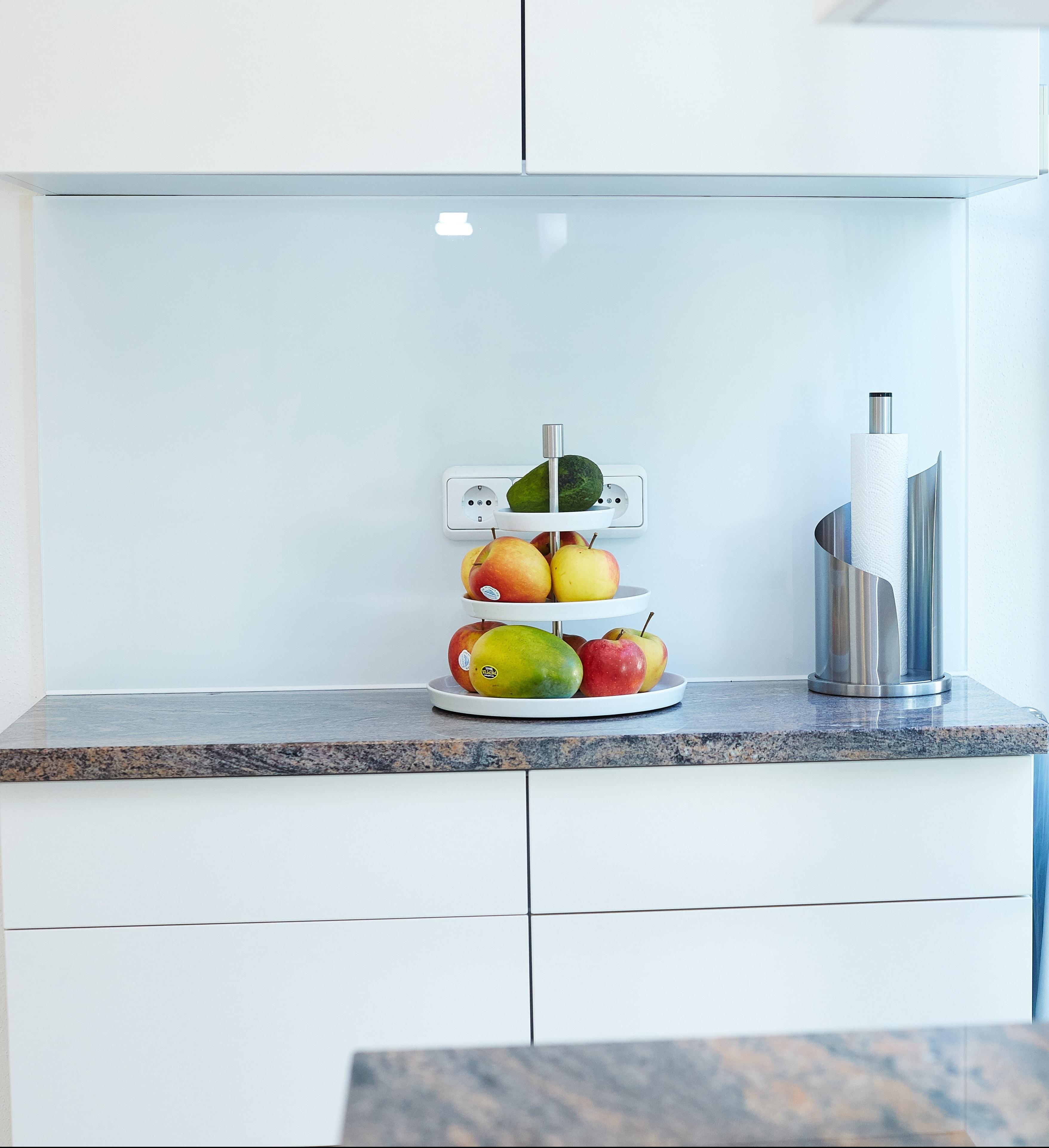 Helle Küche mit Magnolien Fronten