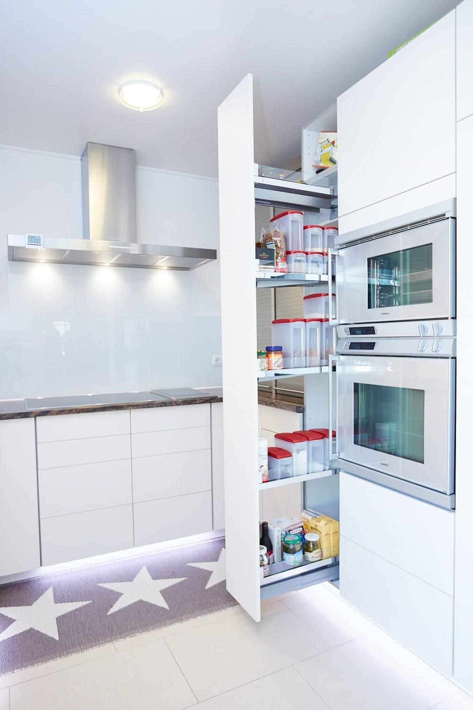 Senkrechter Auszug in der Küche
