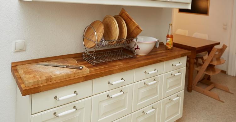 Küche aufwerten - vorher mit Massivholz Arbeitsplatte