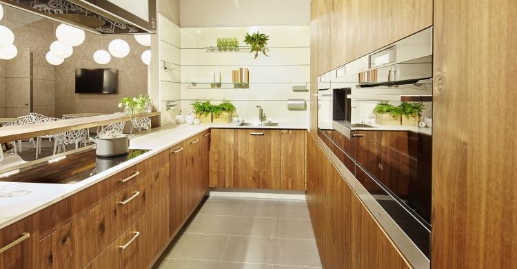 Küche mit Echtholzfronten von Sachsenküchen