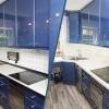 Vorher Nachher Ansicht einer blau weißen Küche