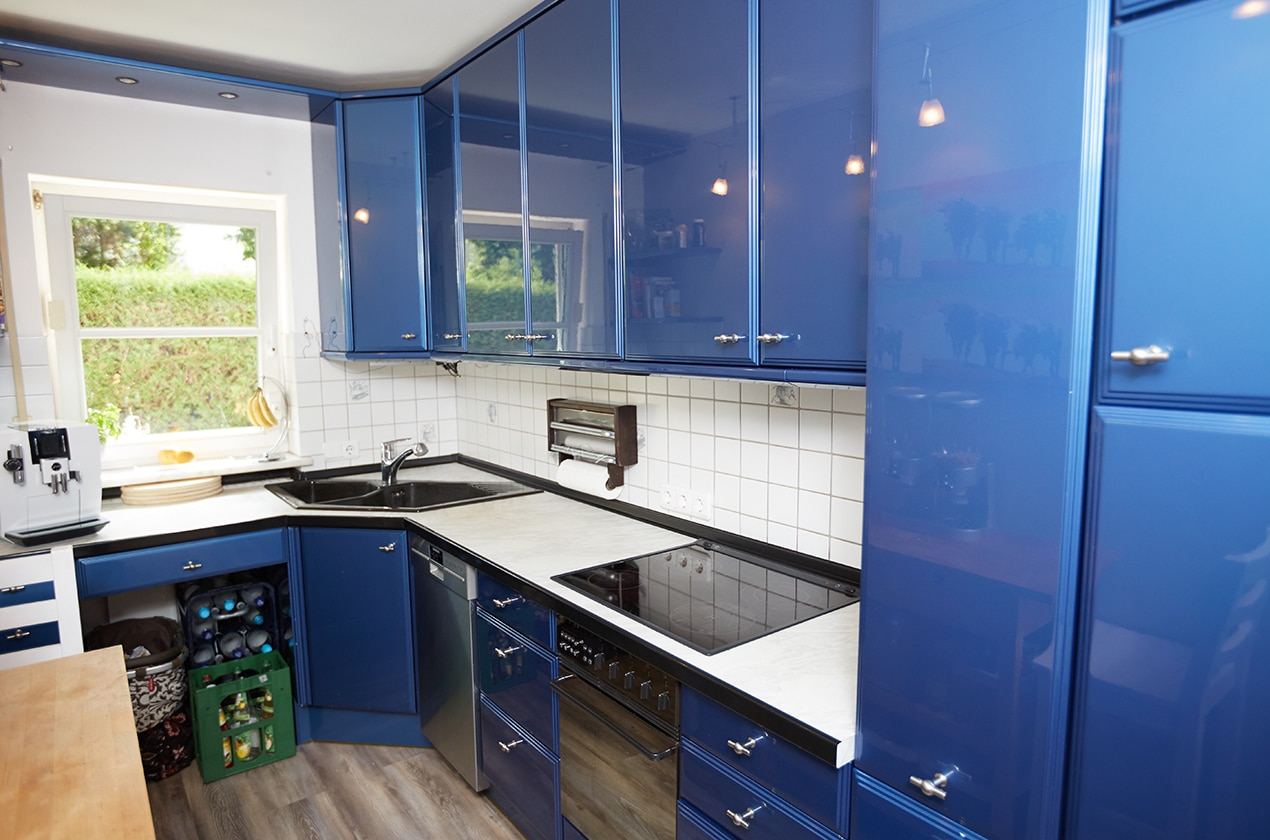 Blau weiße Küche vor Renovierung