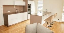 In diesem Küchenprojekt haben wir für unseren Kunden Abedel C. eine grifflose Küche matt weiß mit Kochinsel umgesetzt.