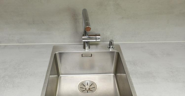 Gestaltung einer Küche in weiss grau - elha service