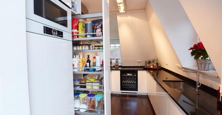 Stauraum-Küche-Apothekerschrank
