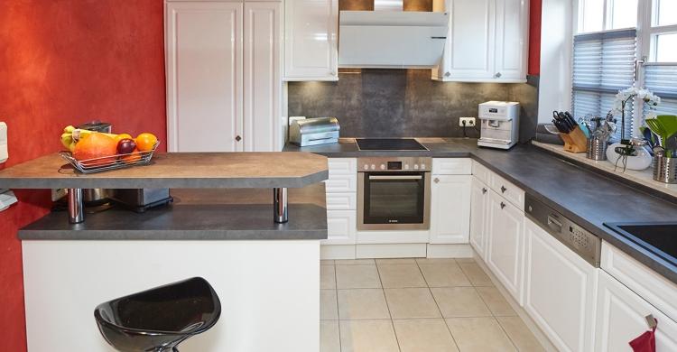 gestaltung-weisse-landhausküche-raumansicht