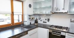 küchenfronten-aus-glas-und-natursteinplatte-titel