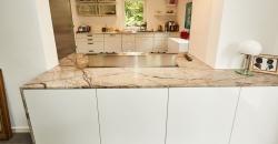 arbeitsplatte-in-marmoroptik-gesamt