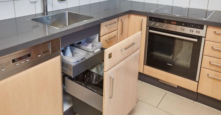 Abfallsystem Küche mit Quarzstein